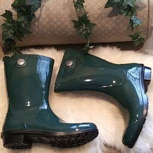 NEW UGG ☘ patent rain boots
